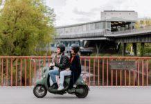 Mit dem E-Roller von unu durch die Stadt