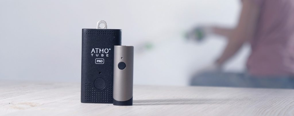 atmotube-pro-and-atmotube-plus-devices-on-a-table