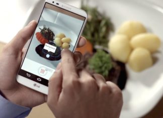 person using a YuScale app taking picture of a meal.