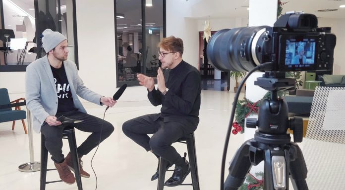 Moderator intervewing a startup founder of LAMA during 60seconds live show.